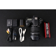 Canon 70D kit (18-200mm IS) of approximately 20.2 million effective pi